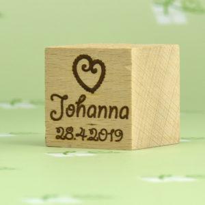 Holzwürfel mit Namensgravur+Motiv Herz