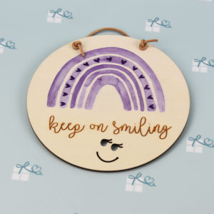 Regenbogen - Holzschild - Keep on smiling - Violett