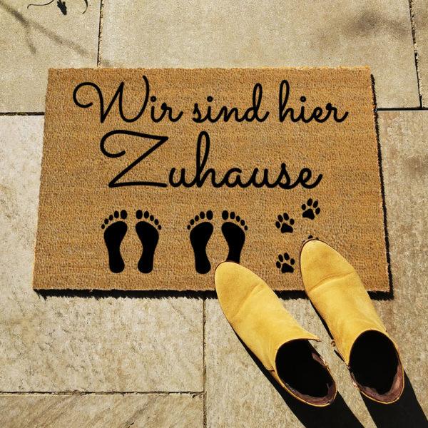 Fußmatte - Wir sind hier Zuhause - Artikelbild 2xEKHund
