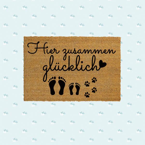 Fussmatte-Hier-zusammen-gluecklich-Fotomontage-quadratisch-1E-1K-1H.jpg